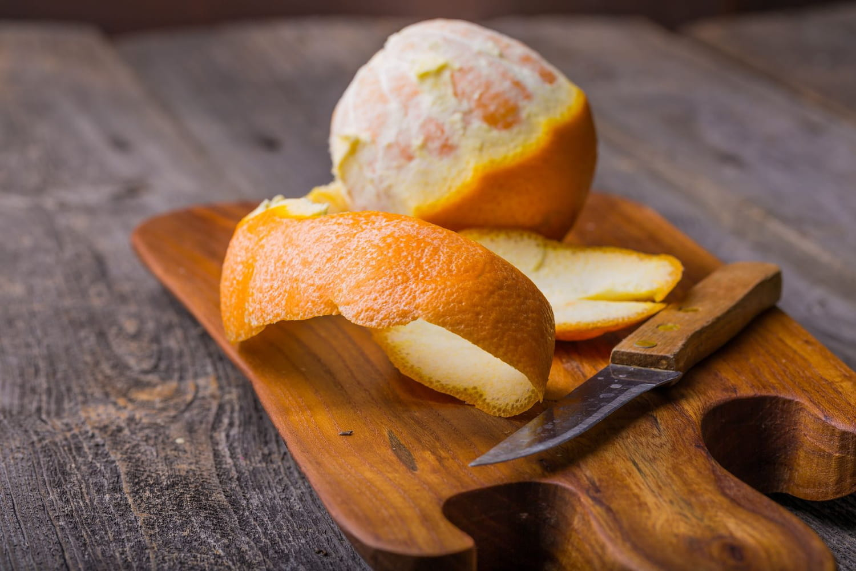 Comment peler à vif une orange facilement?