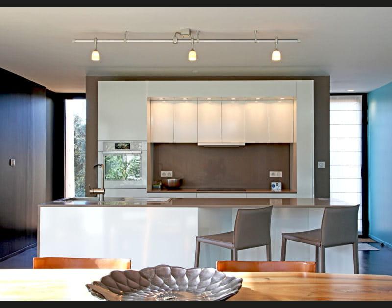 La cuisine avec îlot central en image