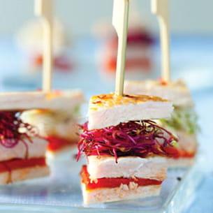 minis club-sandwichs de dinde aux pousses de radis
