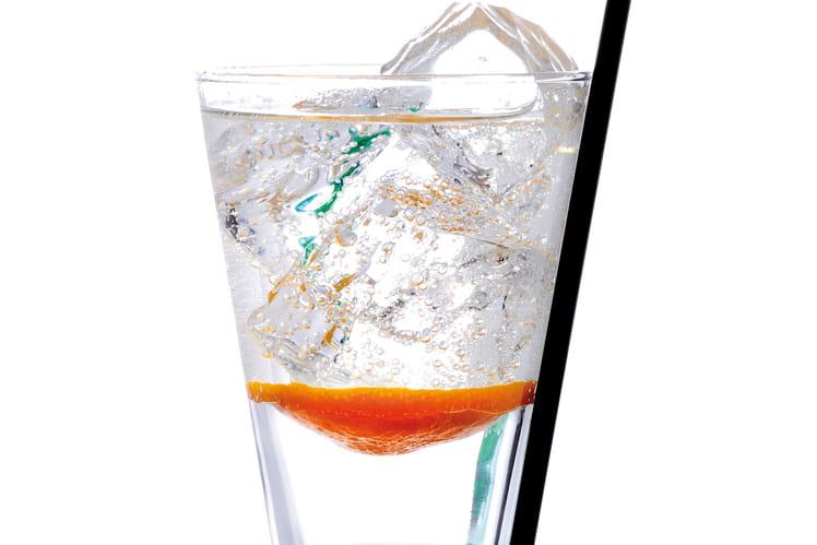 Cocktail get perrier rolling slice