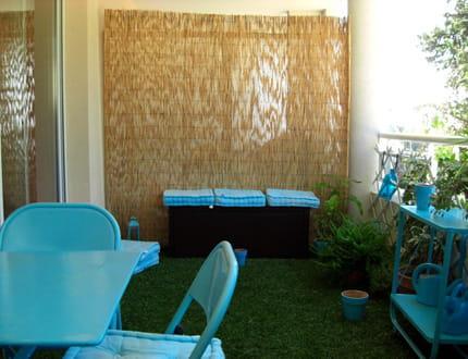 gazon au balcon. Black Bedroom Furniture Sets. Home Design Ideas