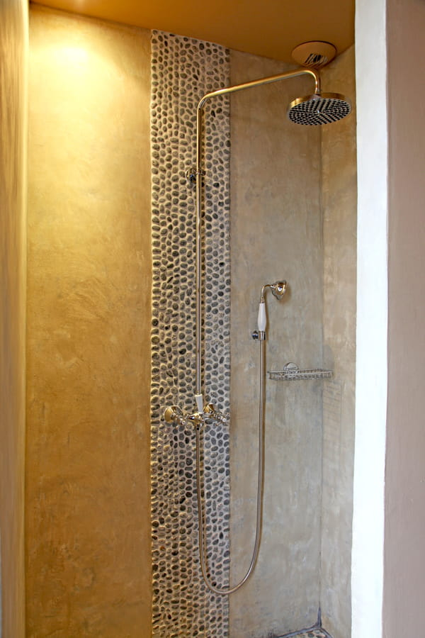 douche-italienne-mur-galets