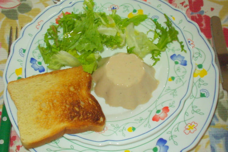 Mousse de thon à la gelée au madère