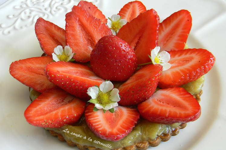 Tartelette feuilletée fraise rhubarbe