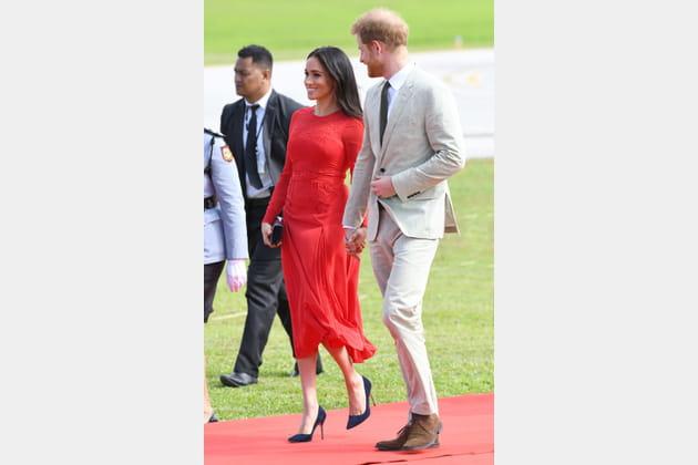 Meghan Markle en robe rouge fluide