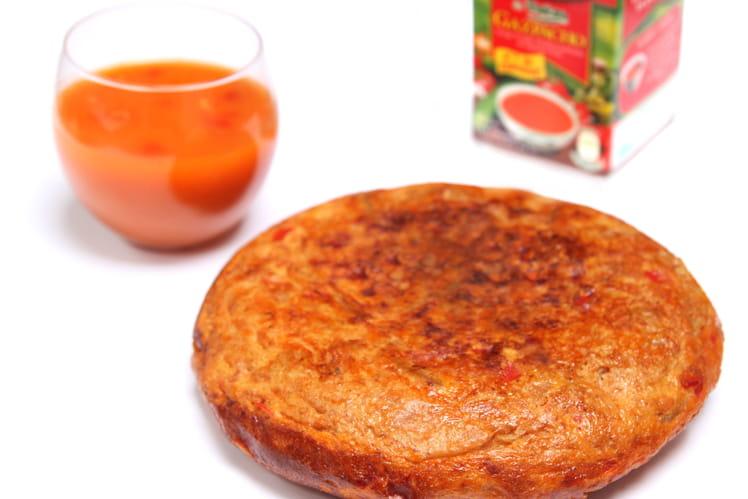 Gazpacho Alvalle accompagné de sa tortilla rouge