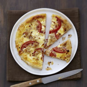 quiche à la tomate, carré frais© et thon à la moutarde