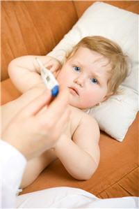 l'otite moyenne s'accompagne généralement de fièvre.