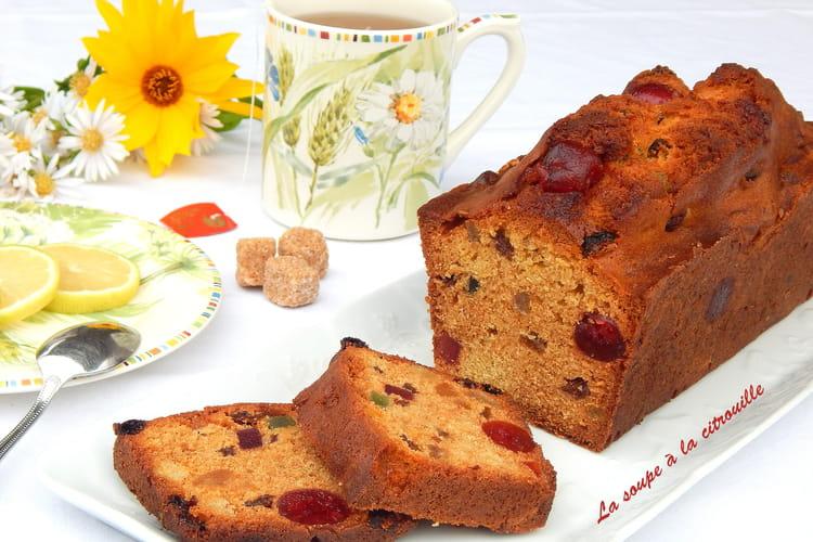 Cake aux fruits confits et raisins sultanines