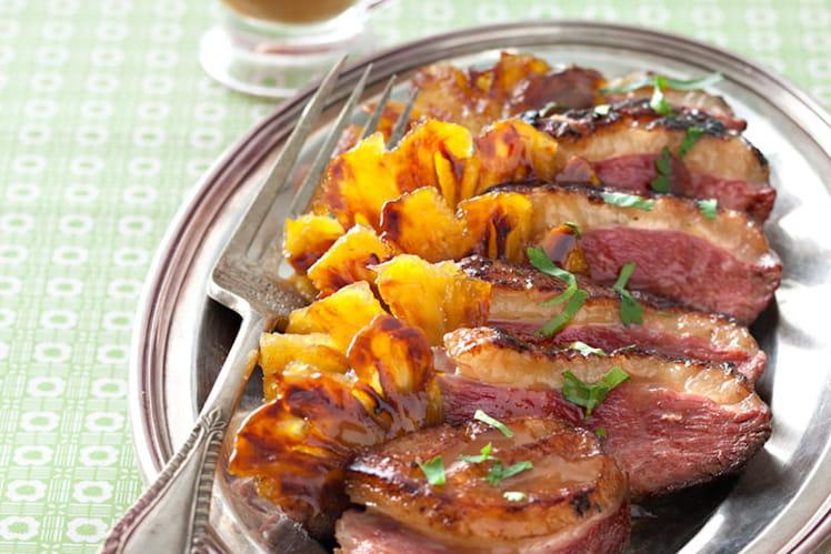 Magret de canard à l'ananas, sauce aigre douce