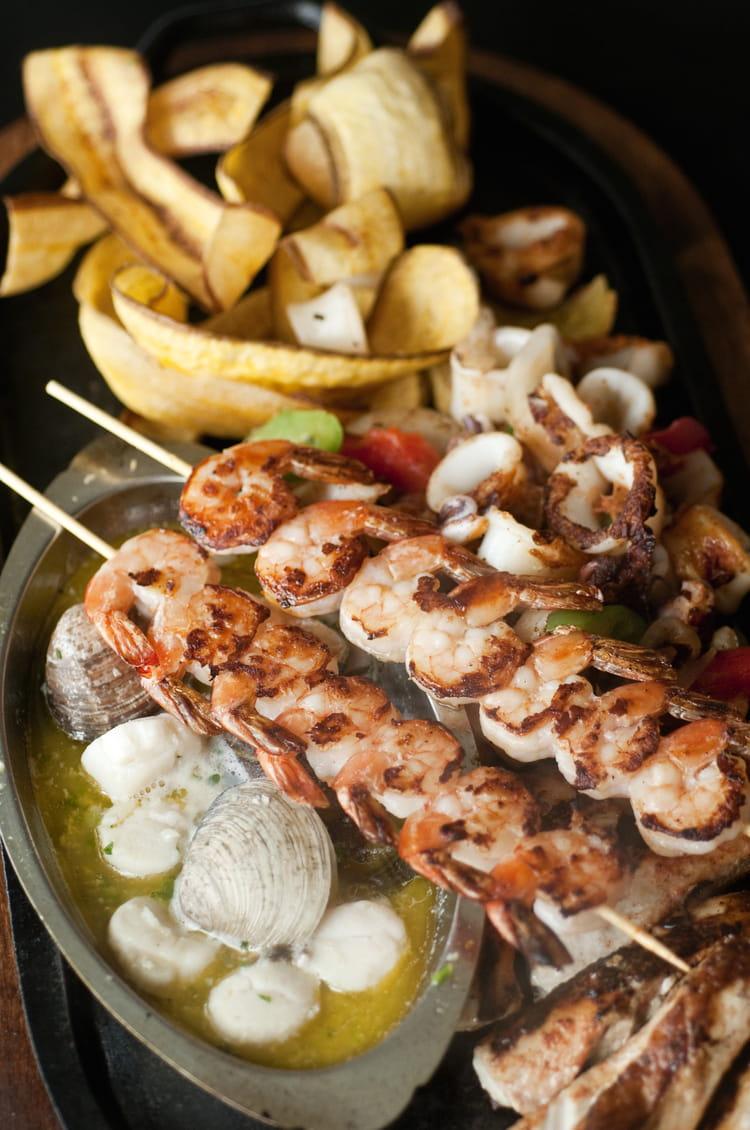 Recette de brochettes de fruits de mer la recette facile - Cuisiner gambas surgelees ...