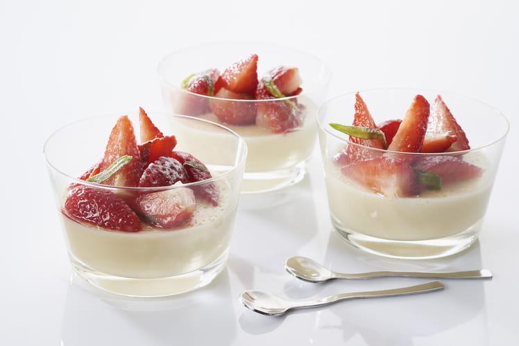 Panna cotta de quenelles et fraises marinées à l'estragon