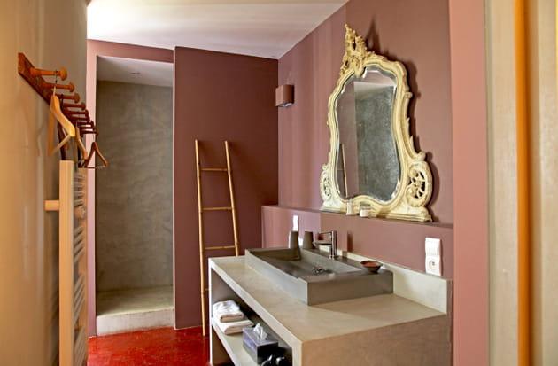 une salle de bains baroque. Black Bedroom Furniture Sets. Home Design Ideas