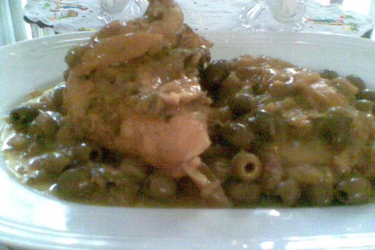 Tajine de poulet aux oignons, citrons confits et olives