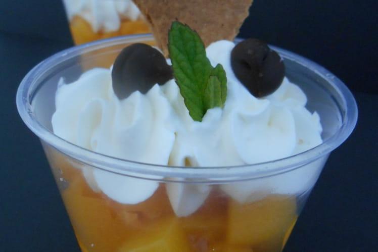 Verrines d'abricots et chantilly