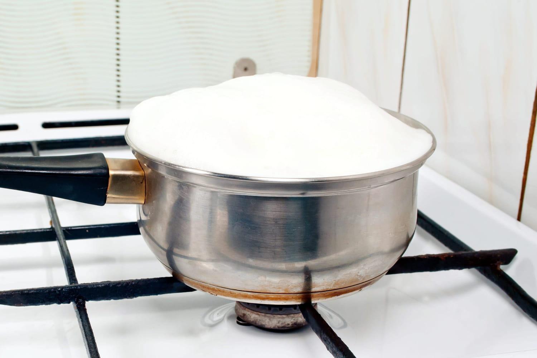 Comment faire bouillir du lait sans débordement?