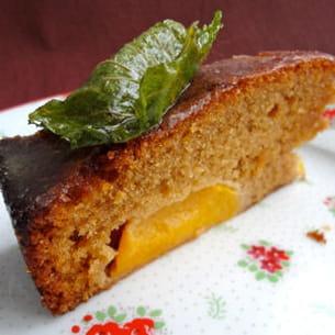 gâteau citronné et mouillé et mousse mascarpone