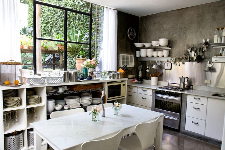 Ambiance fleurie en cuisine for Ambiance et tradition cuisine