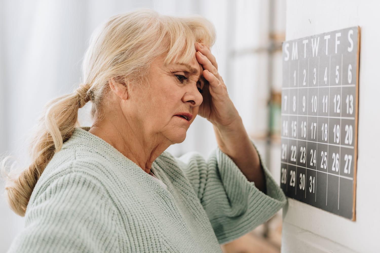 Maladie d'Alzheimer: causes, premiers symptômes, âge, traitements