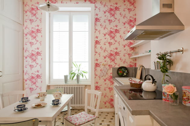 Papier peint Liberty rose en cuisine