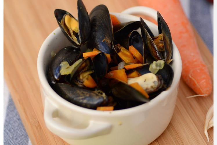 recette de moules marini res sauce curry et cr me. Black Bedroom Furniture Sets. Home Design Ideas