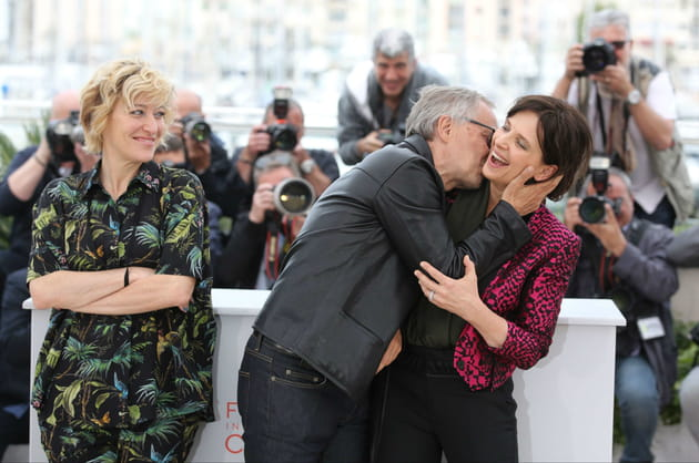 Fabrice Luchini embrasse de force Juliette Binoche