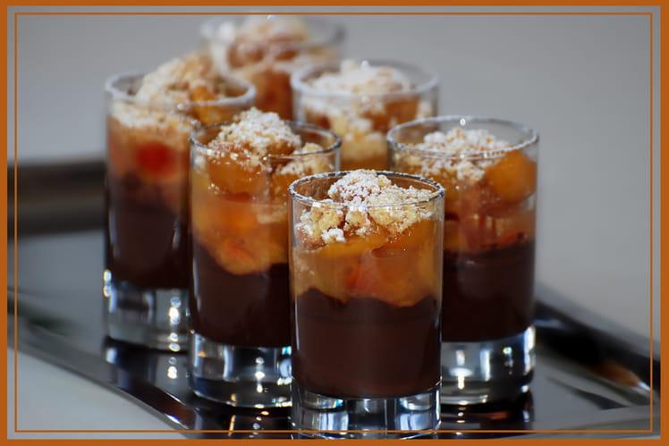 Verrines au chocolat noir, compote de mirabelles