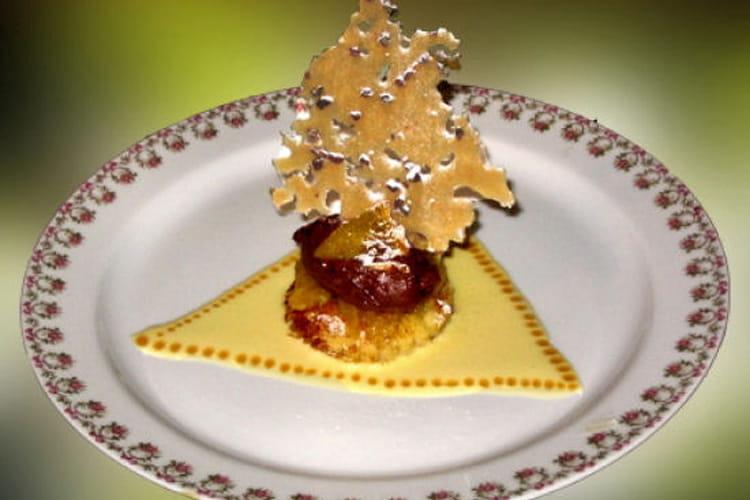 Brioche exotique, craquant aux éclats de fèves et crème anglaise