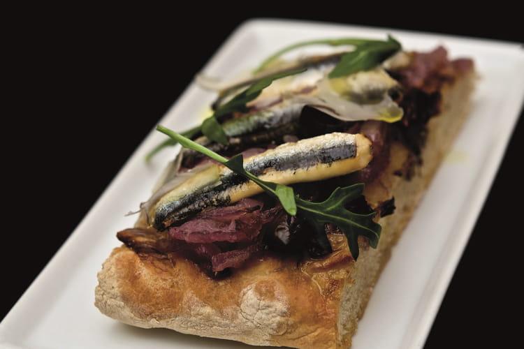 Pissaladière aux anchois et compotée d'oignons