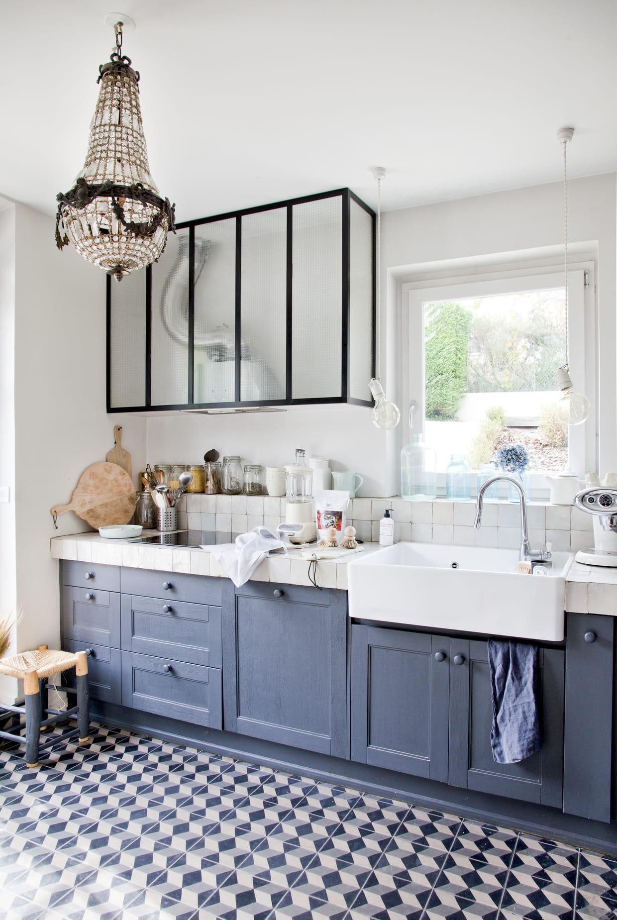 Une cuisine bleu-gris