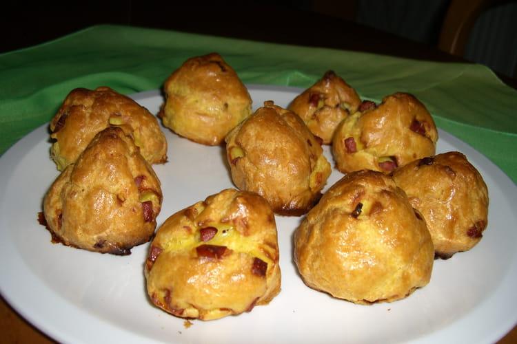 Mini gougères aux dés de jambon