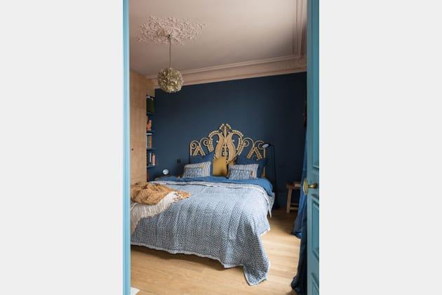 Mariage bleu et rose poudré dans la chambre à coucher