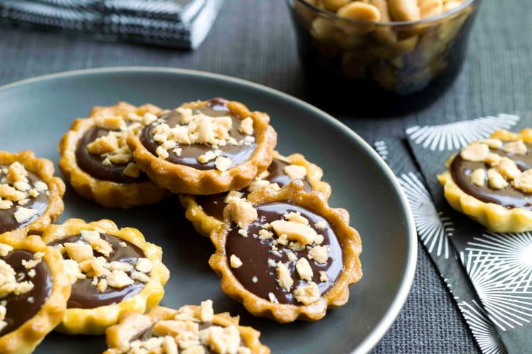 Mini tartelettes au chocolat, aux éclats de cacahuètes salées