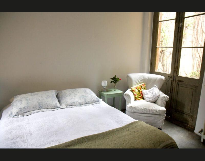 Une chambre à coucher sous le signe de la sobriété
