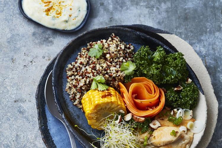 Buddha bowl croquant au blanc de poulet et sa sauce au yaourt