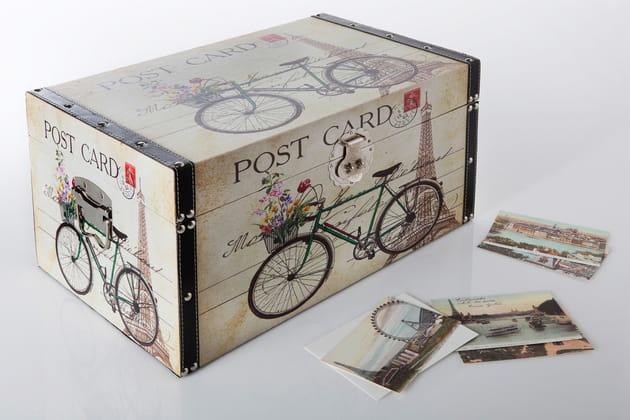 Coffre cartes postales par Becquet