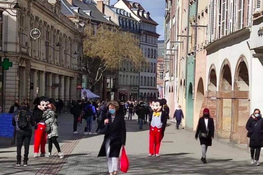 Mickey et Donald sévissent sur les passantes de Strasbourg