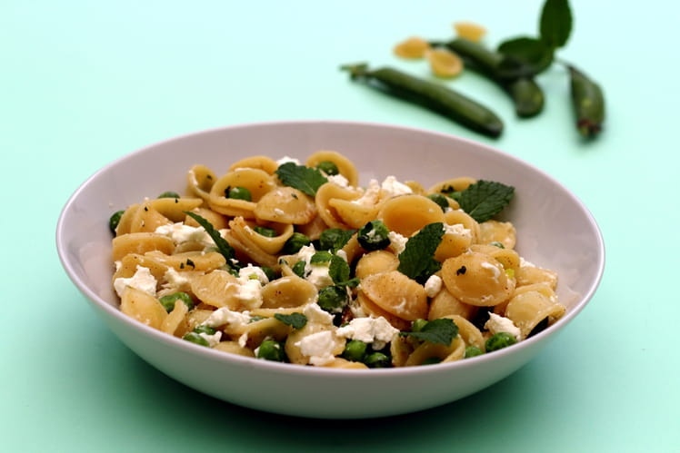 Pâtes orecchiette aux petits pois, chèvre, citron et menthe
