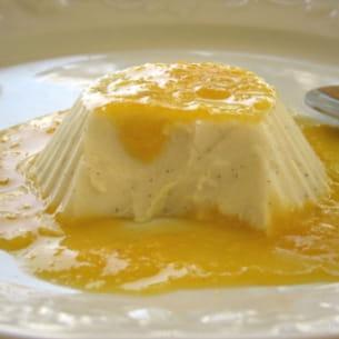 blanc-manger coco-vanille et coulis de mandarine