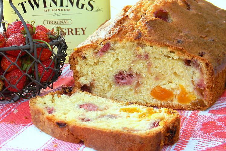 Cake aux fraises des bois, abricots à l'earl grey et baies roses