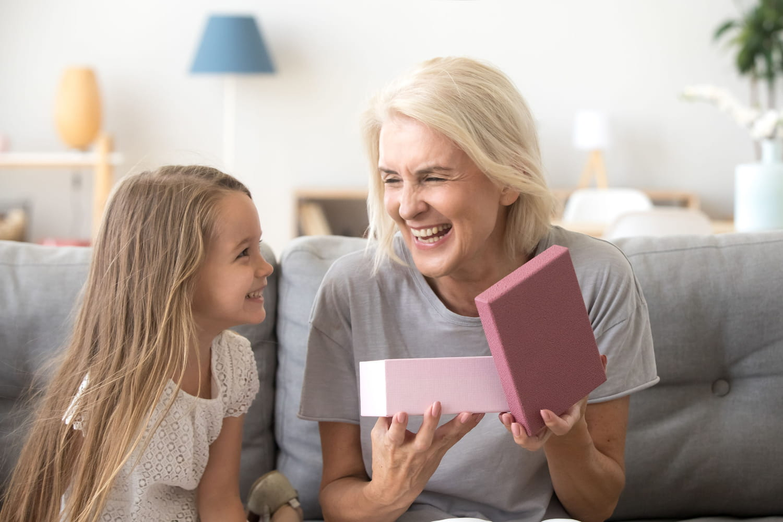 Fête des grands-mères 2022: date, quel cadeau pour Mamie?