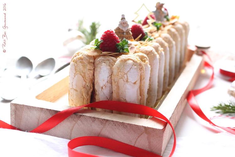 Bûche pâtissière au chocolat blanc et insert framboises