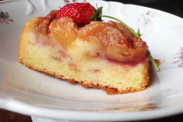 Cake renversant pêches et fraises caramélisées