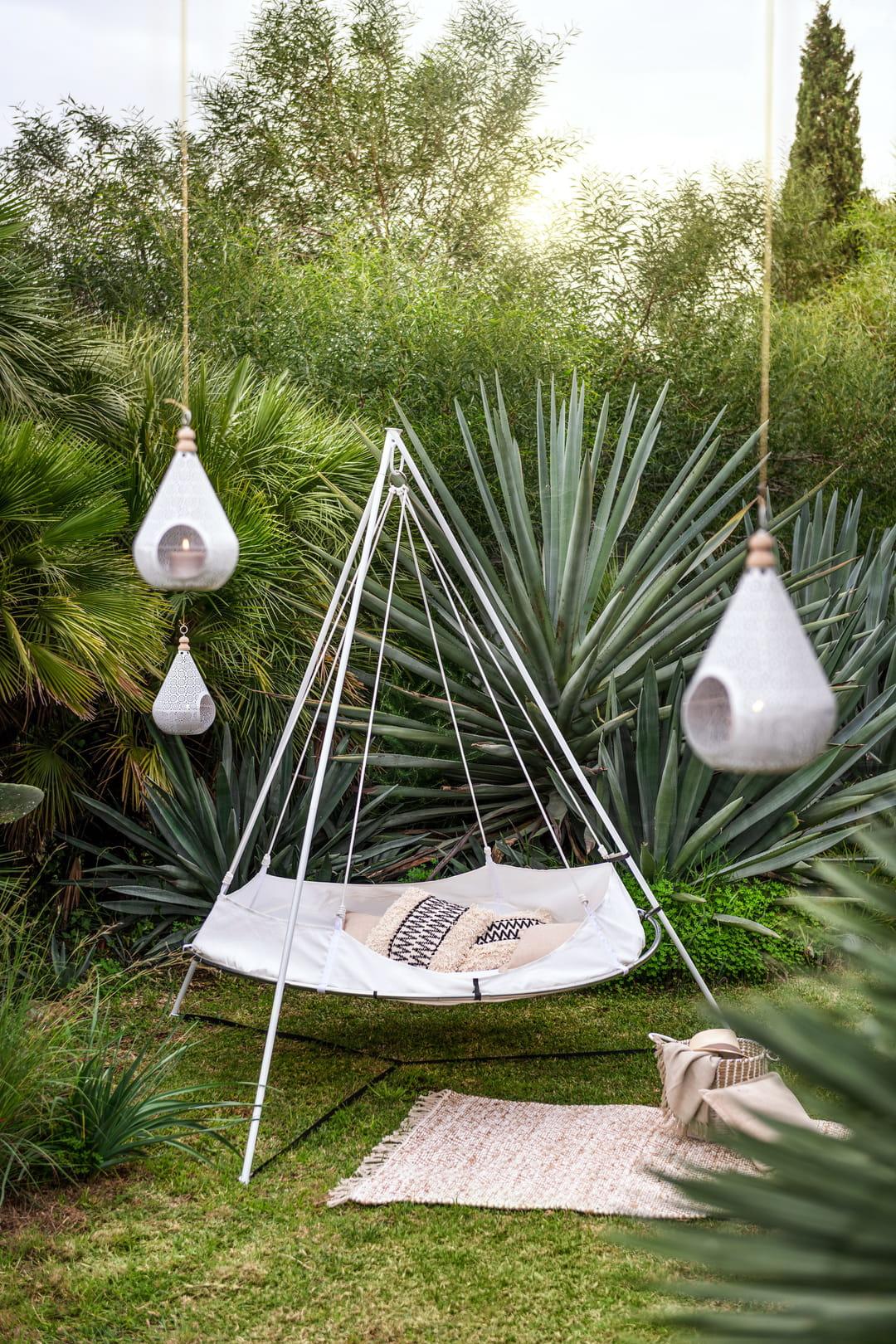 hamac-suspendu-jardin-bivouac
