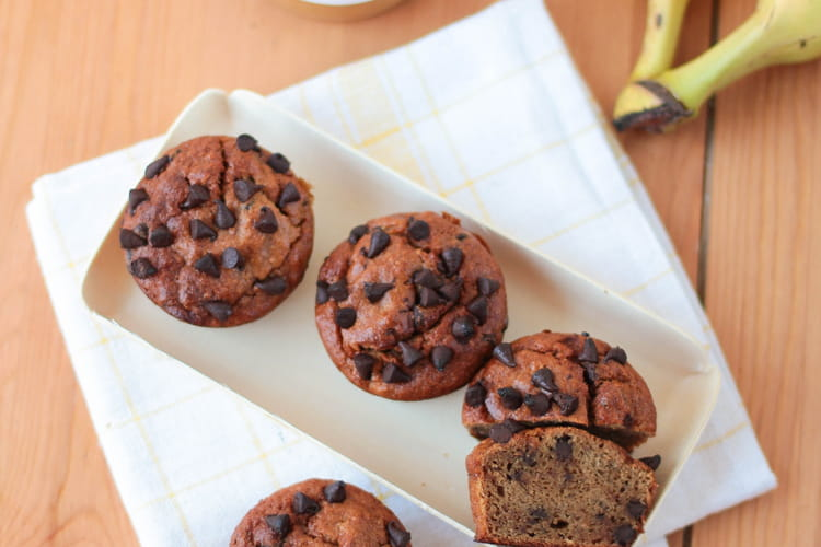 Muffins beurre de cacahuète et pépites de chocolat sans beurre et sans farine