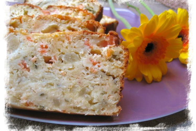 Cake au saumon, roquefort et pommes vertes