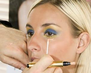 le stylo touche éclat permet de gommer les petites erreurs de maquillage.