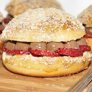 hamburger brioché au chocolat, fraise et citron