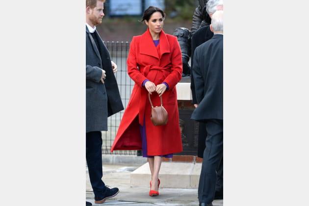 Meghan Markle en manteau rouge long