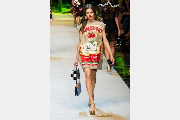La robe brique de sauce tomate du défilé Dolce & Gabbana